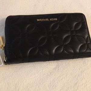 New Michael Kors Wristlet/wallet. Black